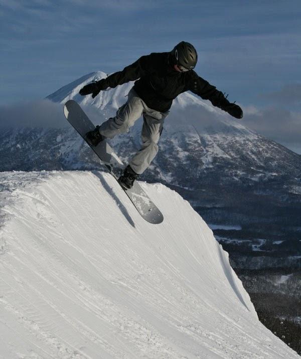 Snowboarding in Niseko